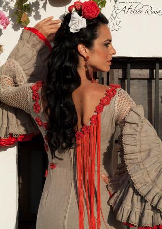 Detalles de traje de flamenca para la noche de feria
