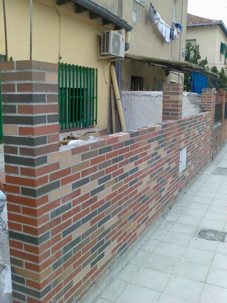 Muro de ladrillo visto, trabajo realizado en Madrid
